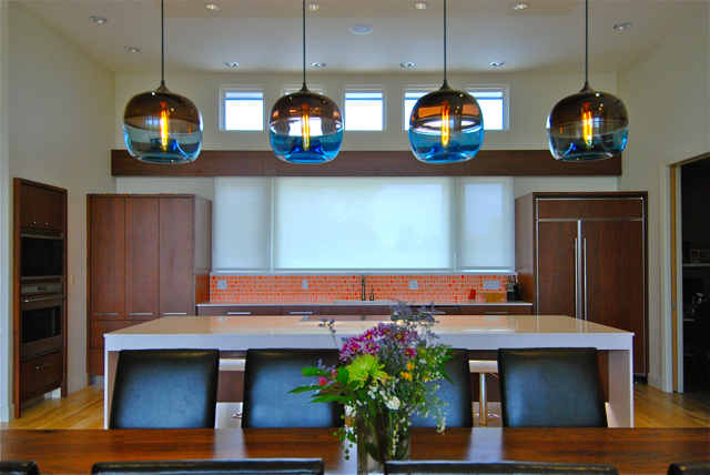 Encalmo stamen pendants in modern kansas home for Dining room niche ideas