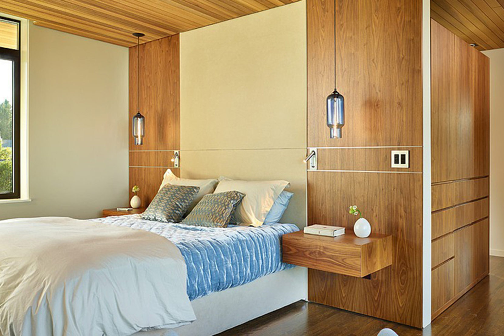 Lighting-Project-Pages_0005s_0004_Bedroom-Modern-Pendant-Lighting.png