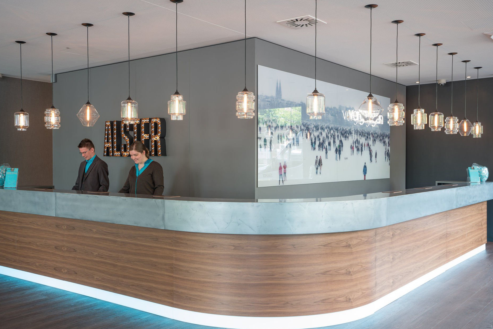 Modern-motel-Lighting-Lobby-Front-Desk-Germany.png